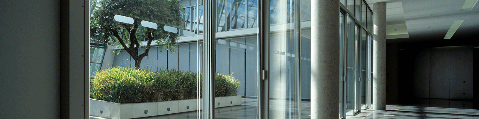 Commercial glazing specialists: installation and replacement