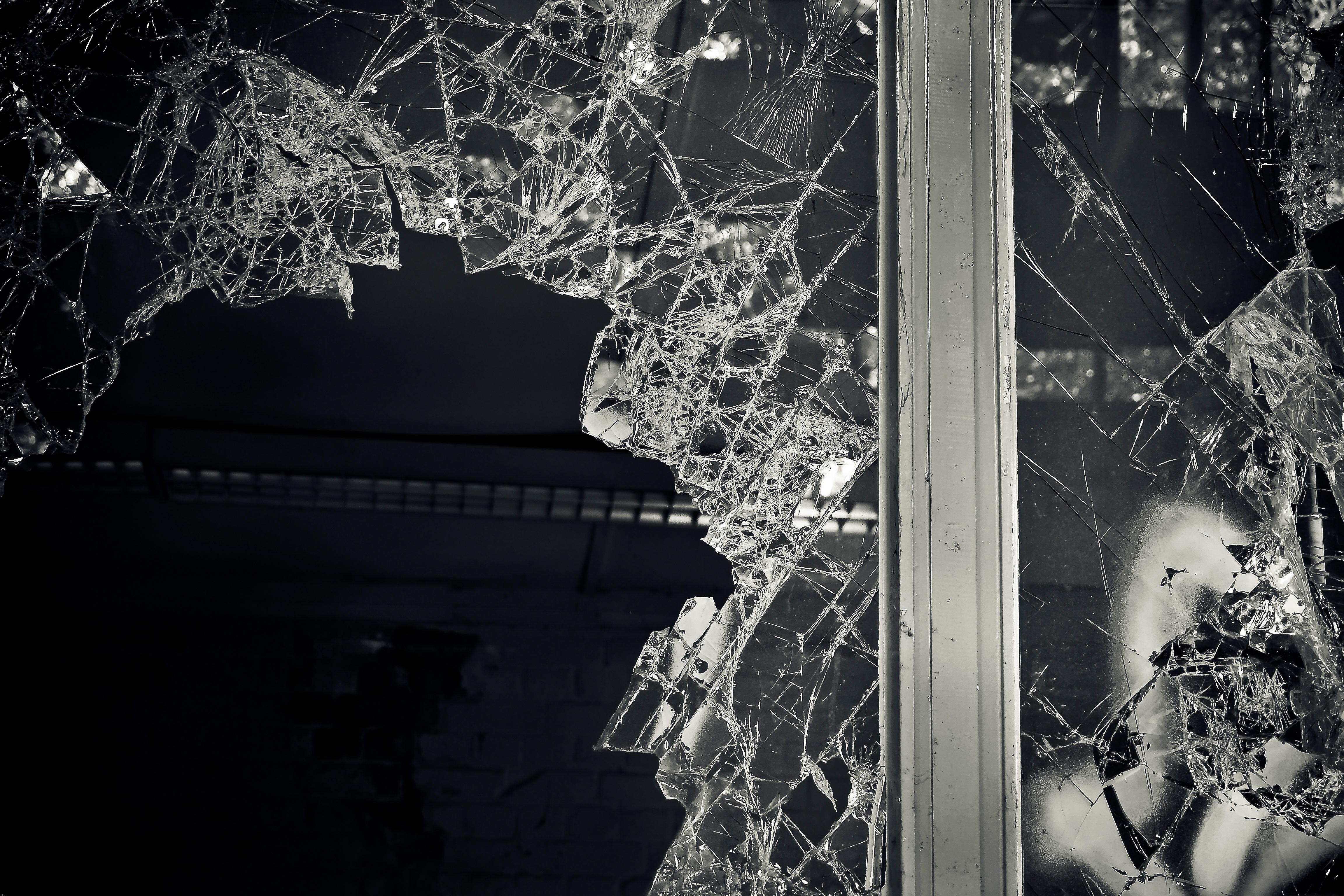 broken-window.jpeg?mtime=20171109104102#asset:1596